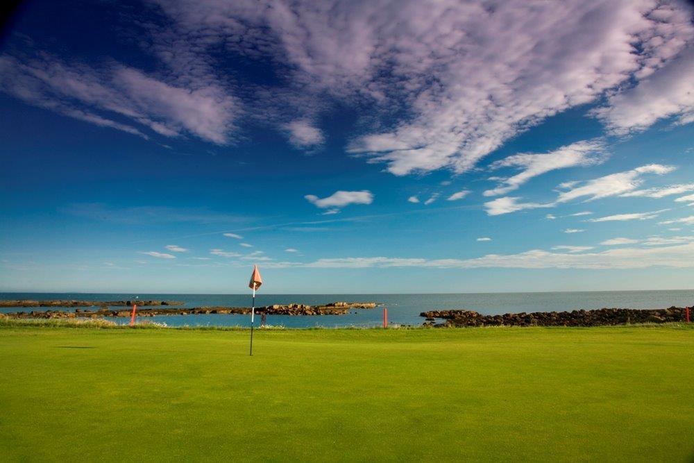 Green en el campo de golf de Dunbar en Escocia