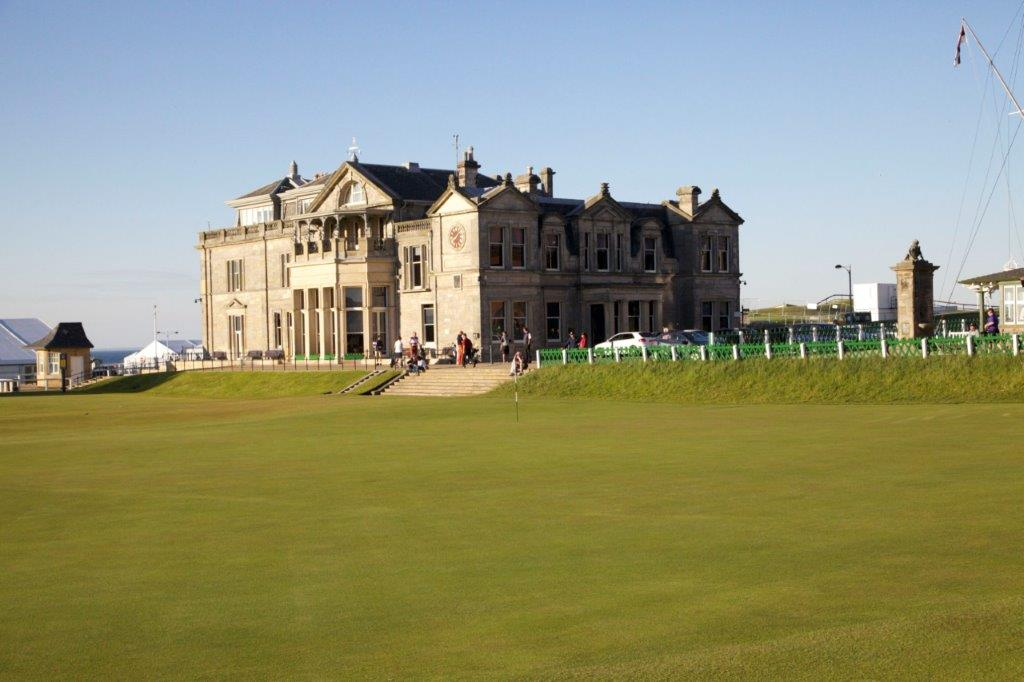 Casa Club del campo de golf de Old Course de St Andrews en Escocia
