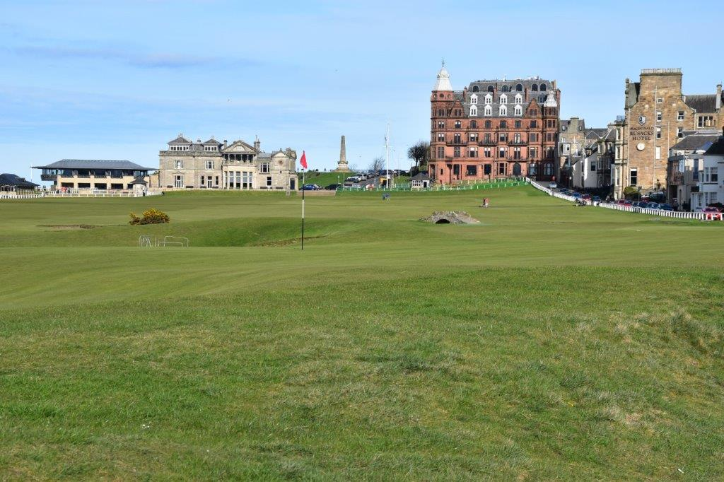 Green del campo de golf de Old Course de St Andrews en Escocia