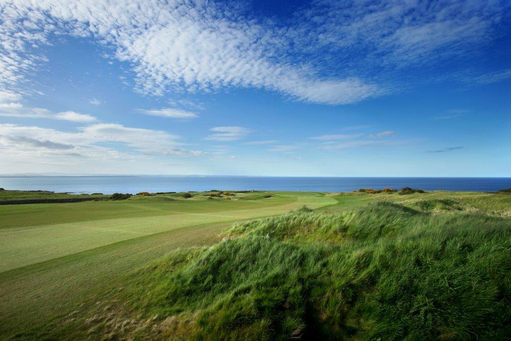 Fairway en el campo de golf de Torrance de St Andrews en Escocia