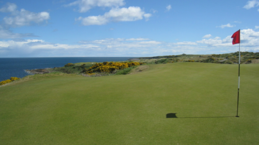 Green en campo de golf de St Andrews en Escocia
