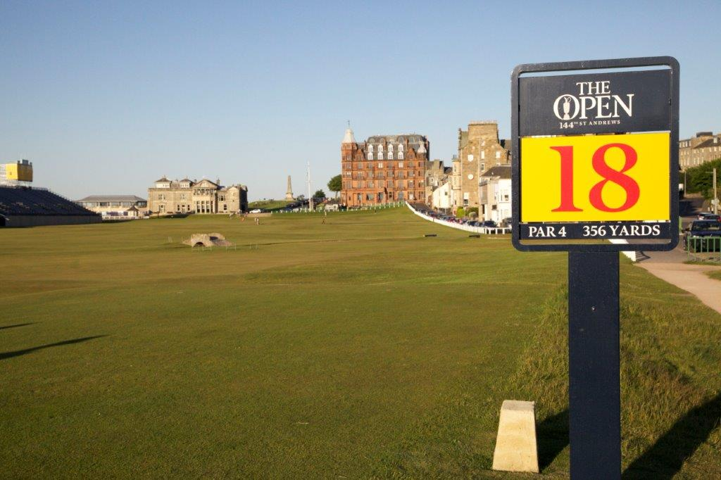 Hoyo 18 del campo de golf de Old Course de St Andrews en Escocia