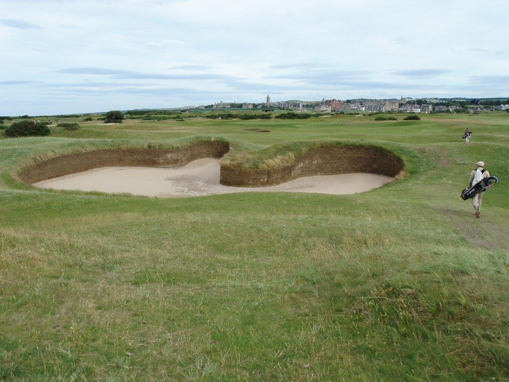 Bunker del campo de golf de Old Course de St Andrews en Escocia