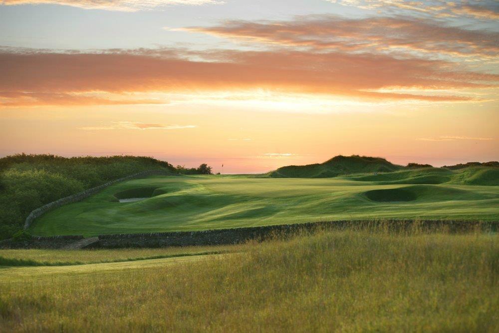 Bunkers en el campo de golf de Torrance en Escocia