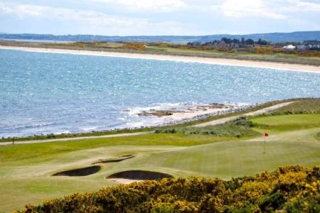 Playa en el campo de golf de Royal Donorch en Aberdeen, Escocia