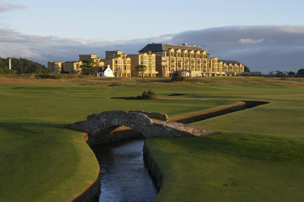 Hotel en el campo golf de Old Course de St Andrews en Escocia