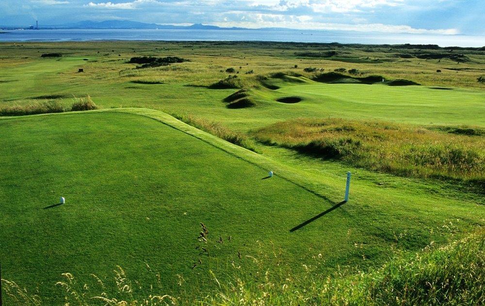 Fairway en el campo de golf de Kilspindie en Edimburgo, Escocia