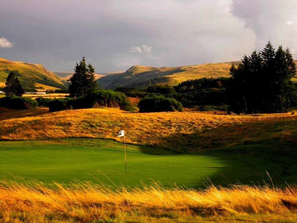 Green en el campo de golf de Freserburgh en Escocia