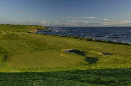 Fairway en campo golf en St Andrews, Escocia
