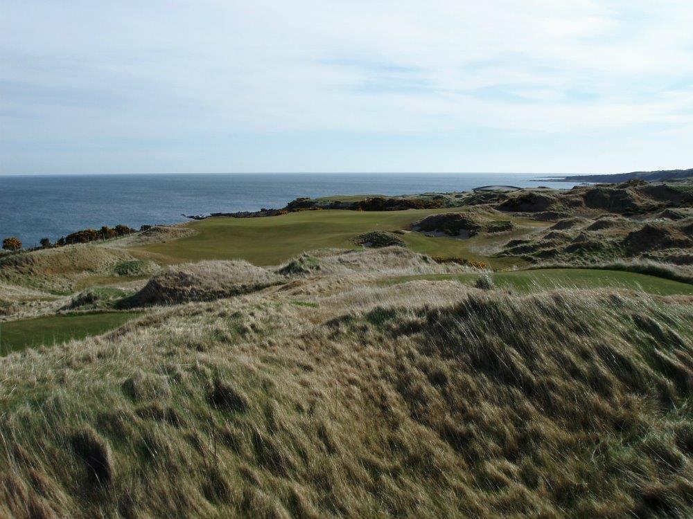 Fairway del campo de golf de Castle Course de St Andrews en Escocia
