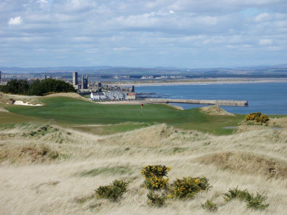 Green en el campo golf de Castle Course de St Andrews en Escocia
