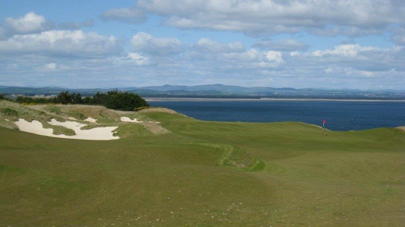 Bunker en el campo de golf de Castle Course de St Andrews en Escocia