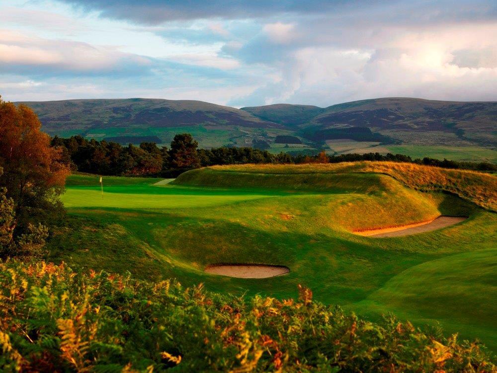 Bunkers en el campo de golf de King's en Escocia
