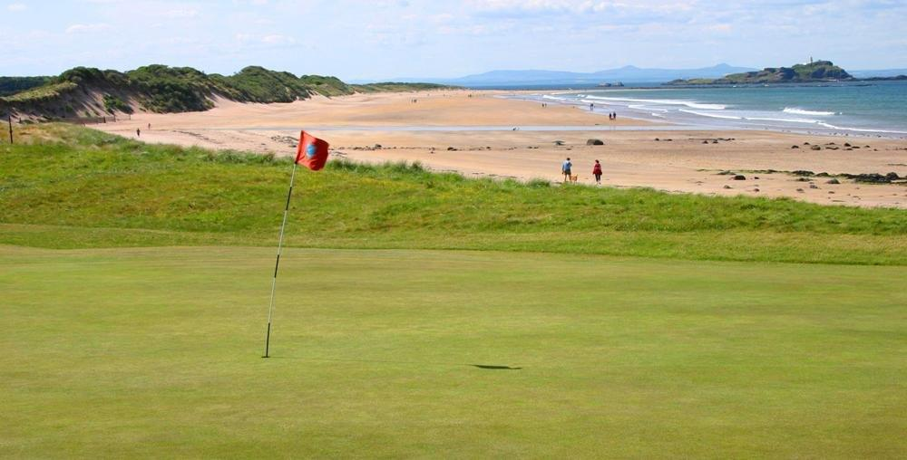 Green en el campo de golf de North Berwick en Edimburgo, Escocia