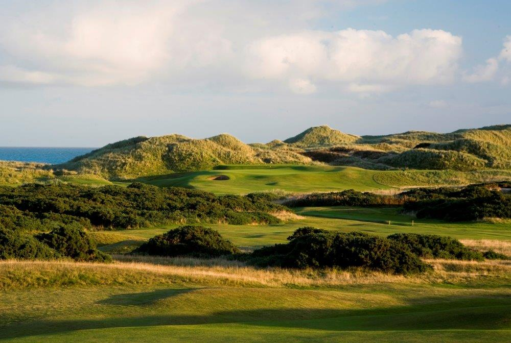 Bunkers en el campo de golf de Trump International en Aberdeen, Escocia