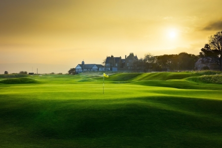 Green en el campo golf de Royal Dorchoch 'Championship' de Inverness en Escocia