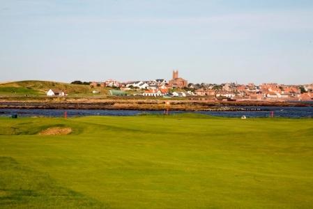 Fairway en el campo de golf de Dunbar en Escocia