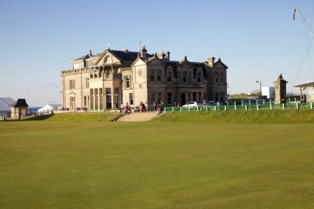 Casa Club del campo de golf de Old Course de St Andrews en Escocia