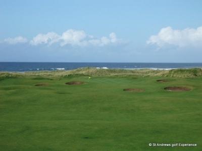 Bunkers en el campo de golf de Machrihanish en Escocia