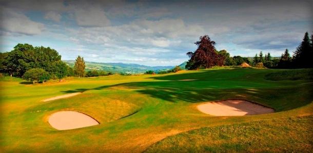 Bunkers en el campo de golf de Pitlochry en Escocia