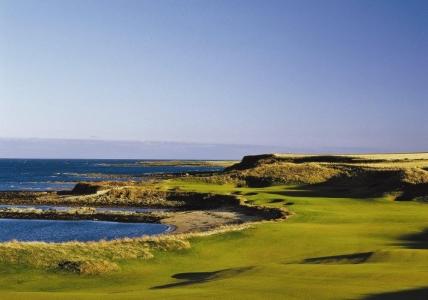 Fairway en el campo de golf de Kingsbarns en Escocia