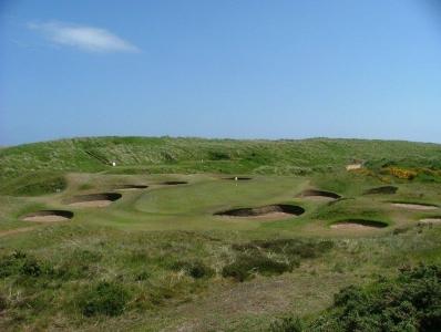 Bunkers en el campo de golf de Royal Aberdeen en Escocia