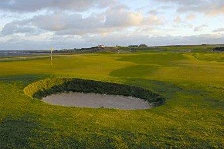 Bunker en el campo de golf de Crail (Balcomie) en Escocia