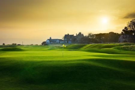 Green en el campo de golf de Royal Donorch en Escocia