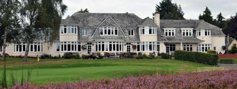Clubhouse en el campo de golf de Blairgowrie (Rosemount) en Escocia