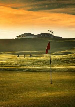 Clubhouse en el campo de golf de Crail Balcomie en Escocia