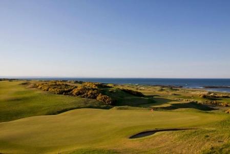 Fairway en el campo de golf de Kinsbarns en Escocia