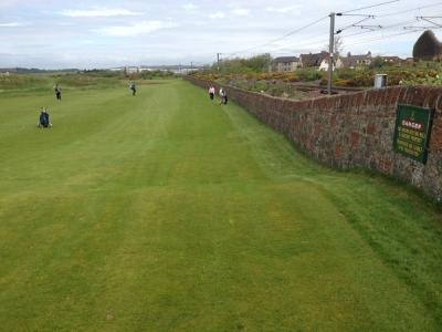 Fairway en el campo de golf de Prestwick en Escocia