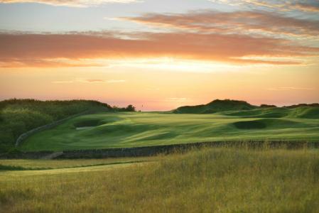 Atardecer en campo de golf en St Andrews, Escocia