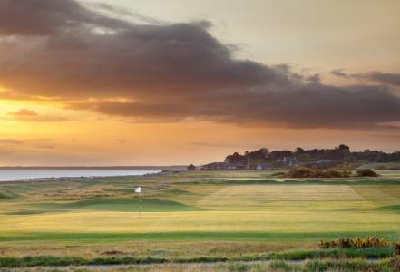 Fairway en el campo de golf de Nairn en Escocia