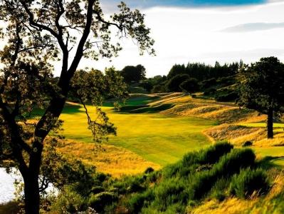 Fairway en el campo de golf de Freserburgh en Escocia