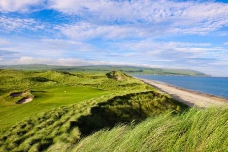 Green en el campo de golf de Machrihanish Dunes en Escocia