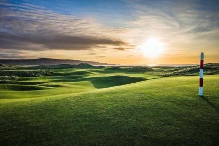 Atardecer en el campo de golf de Machrihanish Dunes en Escocia
