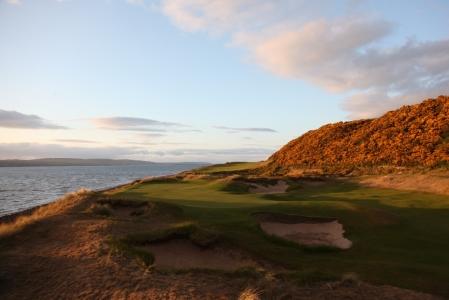 Bunkers en el campo de golf de Castle Stuart en Escocia