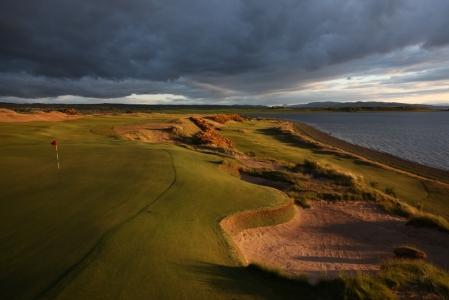 Fairway en el campo de golf de Castle Stuart en Escocia