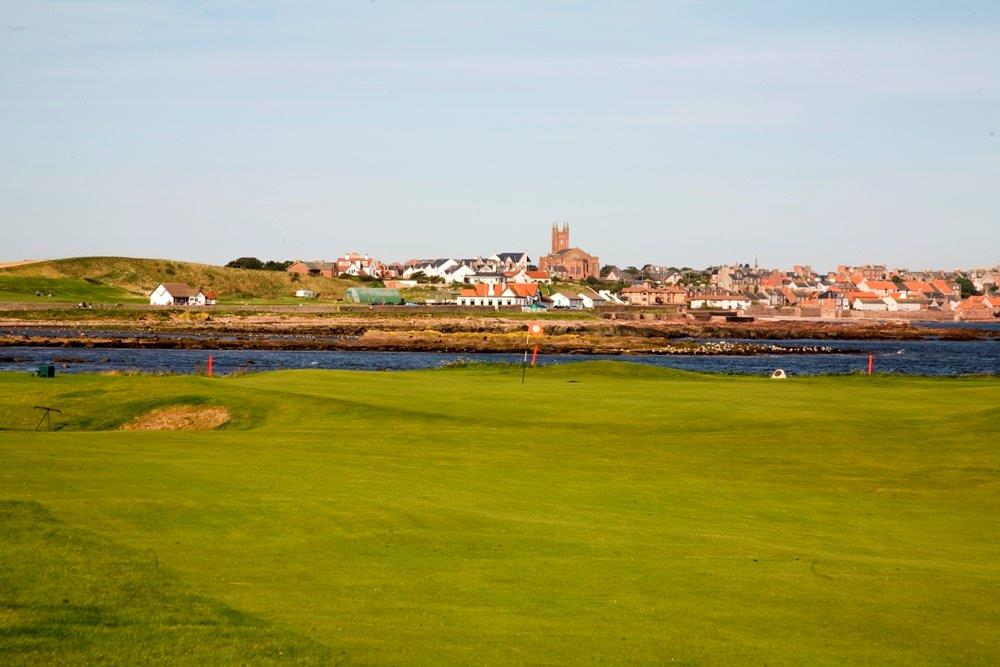 Fairway en el campo de golf de Dunbar en Edimburgo, Escocia